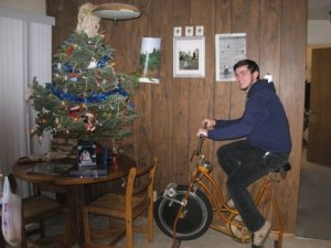 ULTIMATE DIY = SPINNING-POWERED CHRISTMAS TREEJacked From: ubergizmo.com